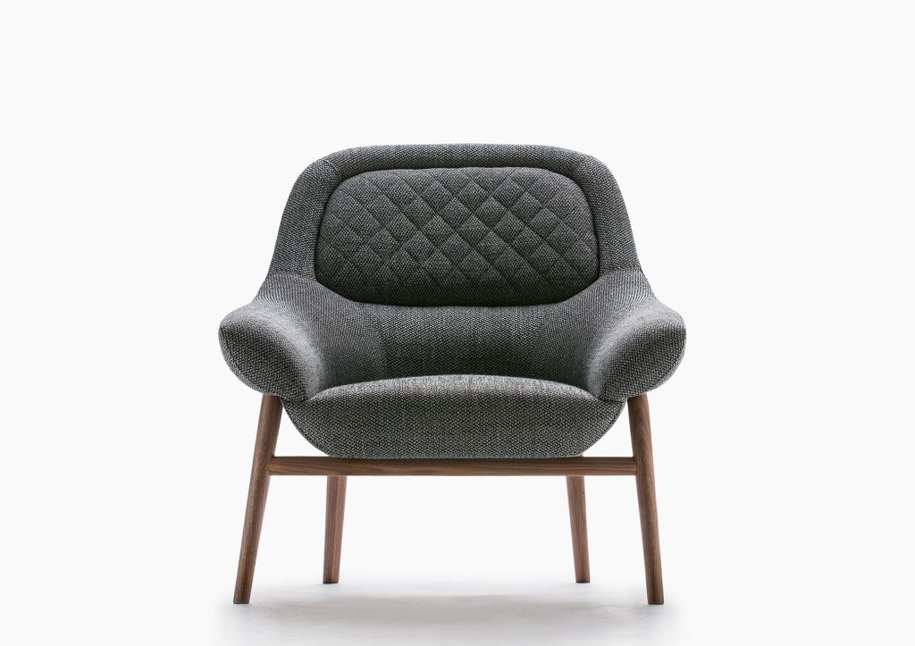 Hanna armchair solid wooden frame by BertO