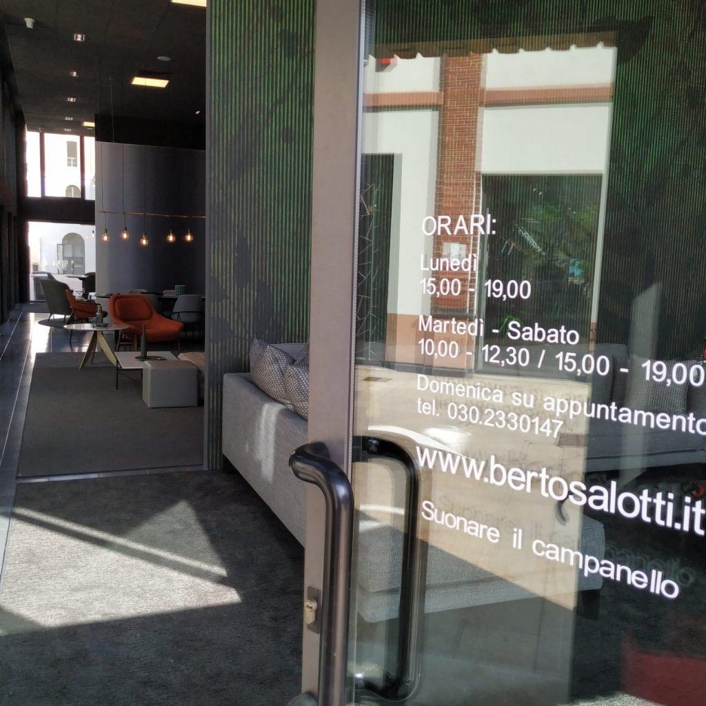 BertO Salotti: the entrance to the Brescia Showroom